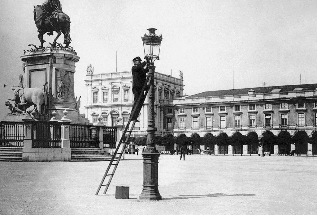 газовщик на Торговой площади. конец XIX века.