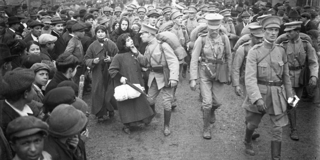 отправка португальских солдат во Фландрию во время первою мировой. 1917 год. газета Публику - Joshua Benoliel