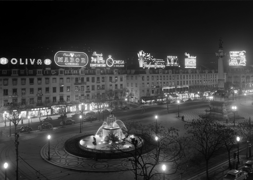 ночной вид на площадь Педро IV. Росиу. коллекция Фонда Гульбенкяна, Estúdio Horácio Novais