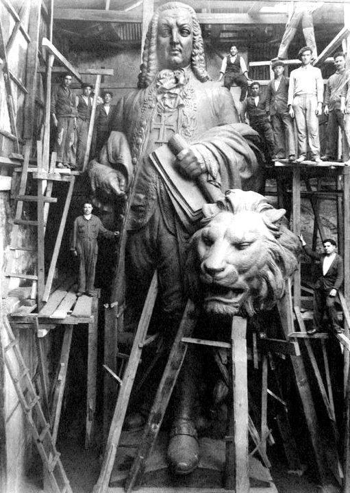 создание статуи маркиза Помбала. начало 30-х.